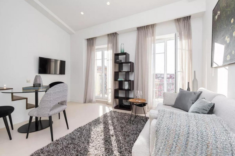 French property for sale in Nice, Alpes-Maritimes - €335,000 - photo 2
