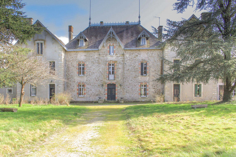 French property for sale in Fenioux, Deux-Sèvres - €359,976 - photo 10