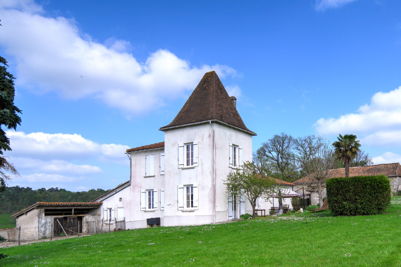 French property for sale in Brie-sous-Chalais, Charente - €310,000 - photo 3