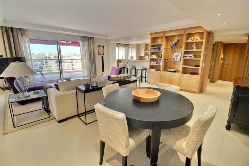French property for sale in Cannes, Alpes-Maritimes - €2,500,000 - photo 8