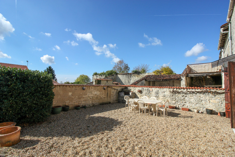 French property for sale in Fontaine-Chalendray, Charente-Maritime - €119,900 - photo 2