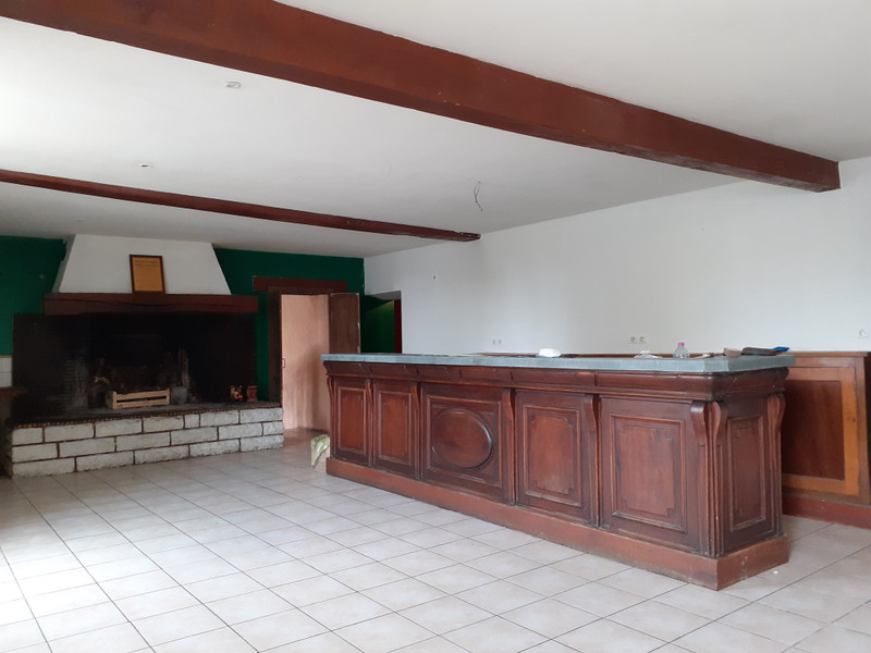 French property for sale in Meux, Charente Maritime - €194,400 - photo 2