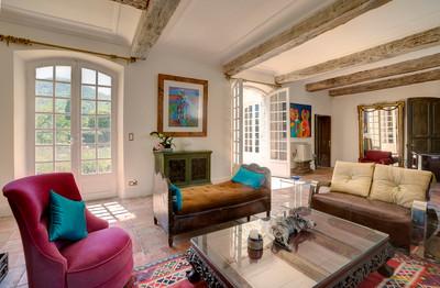 Haute Germaine, château exceptionnel du 17ème siècle dominant la vallée du Var à seulement 20 minutes de Nice