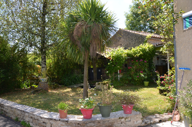 French property for sale in Fomperron, Deux Sevres - €152,600 - photo 2