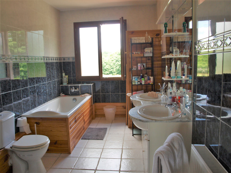 French property for sale in La Chèvrerie, Charente - €267,500 - photo 9