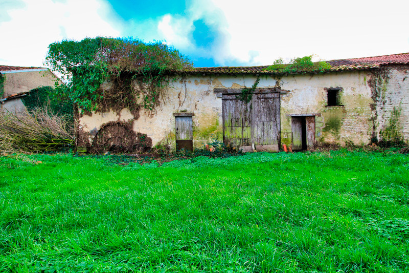 French property for sale in Rouillac, Charente - €31,600 - photo 2