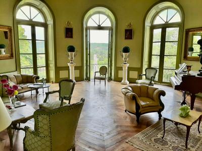 Château XVIII classé MH style néo) classique rénové en Dordogne