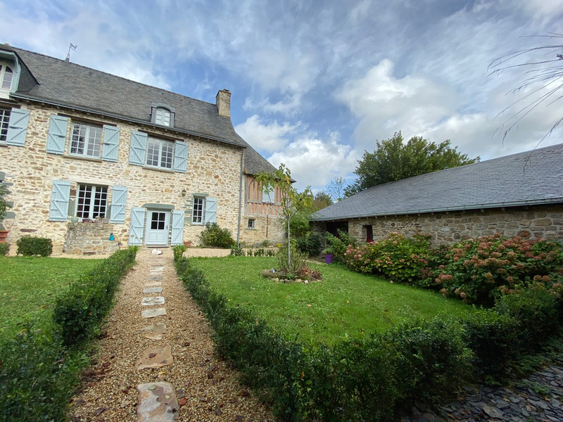 French property for sale in La Rouaudière, Mayenne - €1,033,500 - photo 2