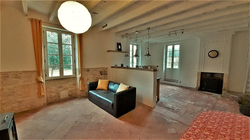French property for sale in Gensac, Gironde - €375,000 - photo 6
