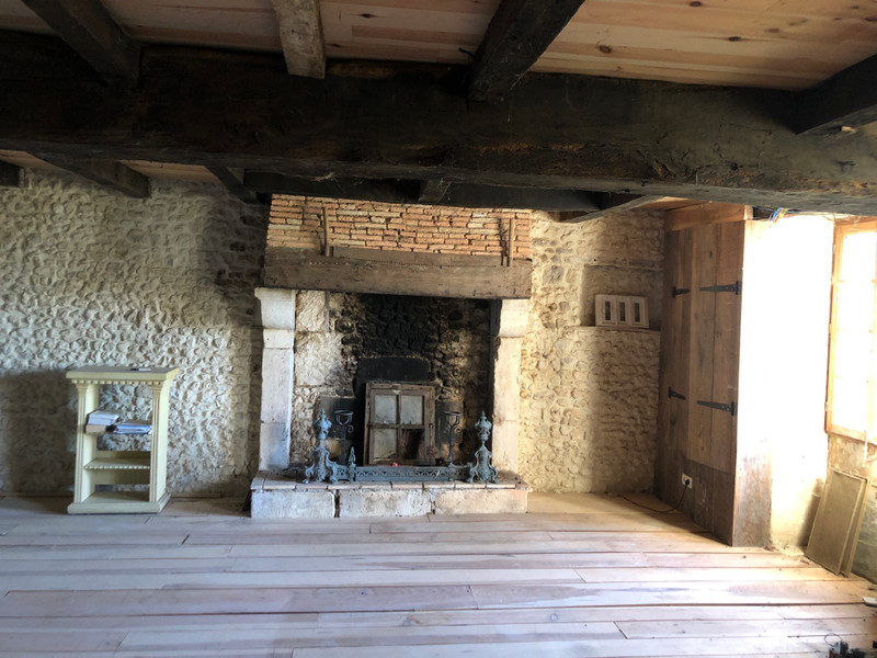 French property for sale in Chardes, Charente-Maritime - €199,000 - photo 7