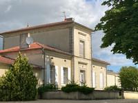 chateau à vendre à Saint-Seurin-de-Cadourne, Gironde, Aquitaine, avec Leggett Immobilier