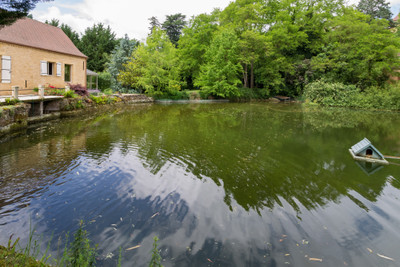 Beautiful 18th century watermill situated at the edge of a charming medieval village on the Dordogne river in the heart of the Périgord Noir, between Sarlat and Bergerac.
