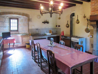 Beautiful renovation of a 15th century manor hunting lodge, built for a consort of Charles VII of France. Quality outbuildings, large renovated barn and 15 ha of meadow surrounding the chateau