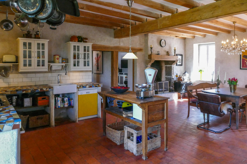 French property for sale in Montaigu-le-Blin, Allier - €795,000 - photo 5