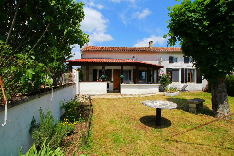 French property for sale in Chives, Charente-Maritime - €149,000 - photo 8