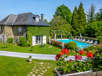 MAGNIFICENT HOLIDAY BUSINESS IN AN ESTATE OF 51 HECTARES (125 ACRES): located in the foothills of the Pyrénées, this fabulous country estate comprises two farmhouses + huge 8-bedroom gîte + three chalets + stables + a huge swimming pool + 2 spa treatment rooms + sauna + gym + 51 hectares!