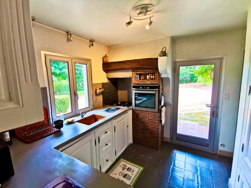 Maison à vendre à La Roche-l'Abeille, Haute-Vienne - 264 000 € - photo 5