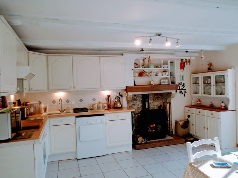 French property for sale in Saint-Martin-l'Ars, Vienne - €235,401 - photo 5
