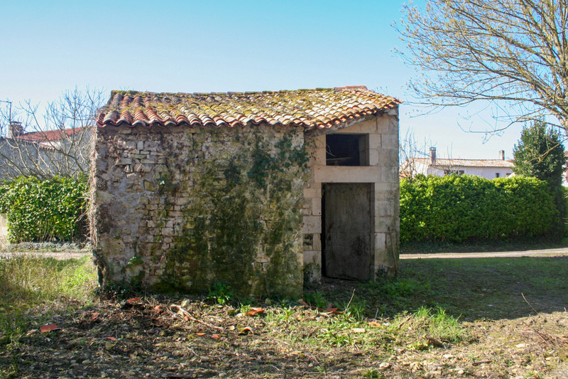 French property for sale in Dœuil-sur-le-Mignon, Charente Maritime - €26,000 - photo 5