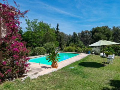 On the hills of Cassis in a secured residence spacious  bright 3 bedroom villa with swimming pool, garage and well exposed garden.