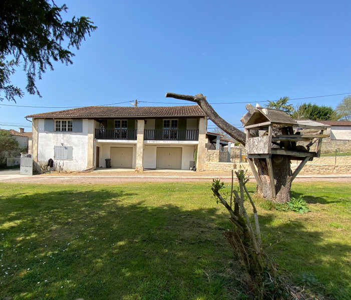 French property for sale in Écoyeux, Charente-Maritime - €334,000 - photo 2