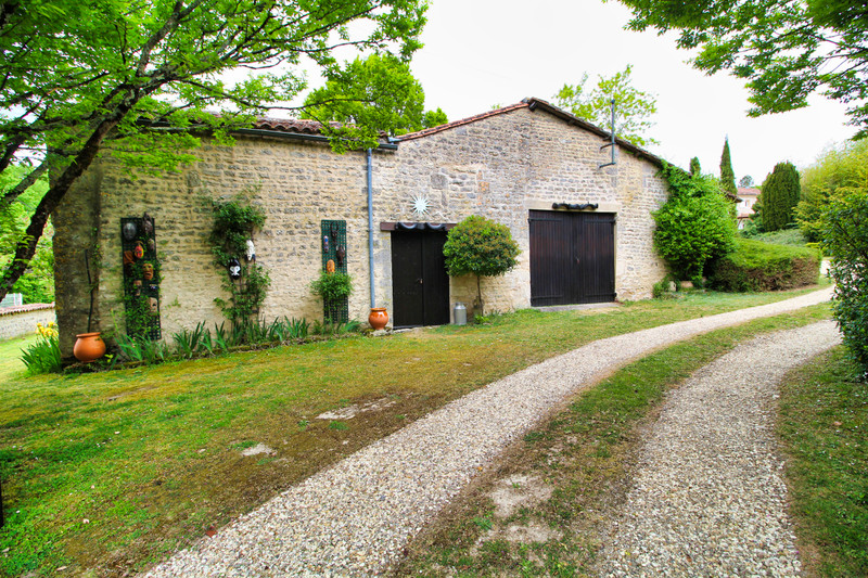 French property for sale in Rouillac, Charente - €350,000 - photo 9