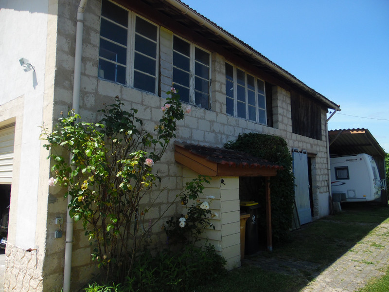 French property for sale in Bourg, Gironde - €324,360 - photo 5