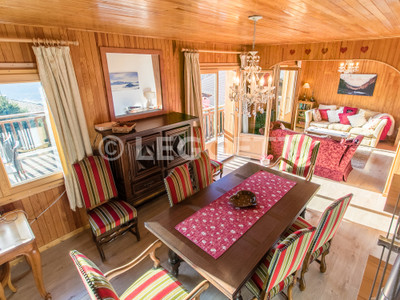 STUNNING VIEWS. Situated in a small hamlet above Samoëns, FOR SALE, a delightful 3 bedroom chalet, with a 2 bedroom ground-floor apartment on the south-facing side of the Giffre Valley. Don't miss the 360° views.*VIRTUAL VIEWINGS POSSIBLE*