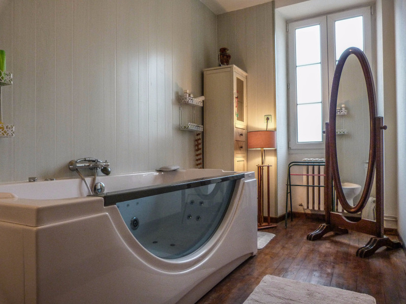 French property for sale in Mansle, Charente - €278,200 - photo 6