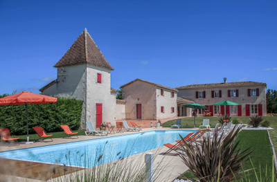 High quality Quercy stone style property with separate gite and large swimming pool on 1,2 ha of land. Walking distance to the village centre.