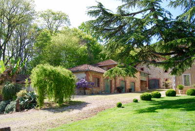 Stunning 6 bedroom chateau with outbuildings  set in parkland in the Haute Garonne with views of the Pyrenees