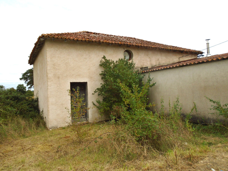 French property for sale in Luchapt, Vienne - €36,600 - photo 3