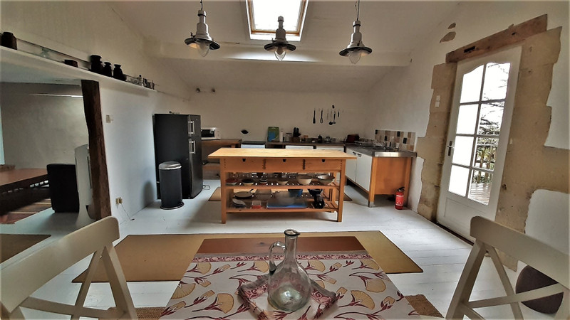 French property for sale in Gensac, Gironde - €375,000 - photo 5