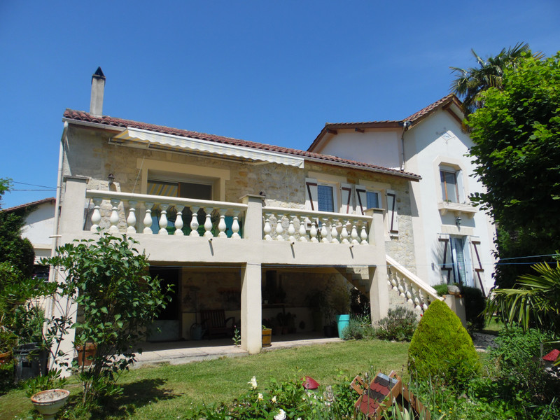 French property for sale in Bourg, Gironde - €324,360 - photo 3