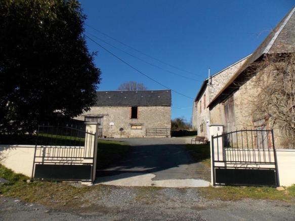 French property for sale in La Souterraine, Creuse - €172,800 - photo 2
