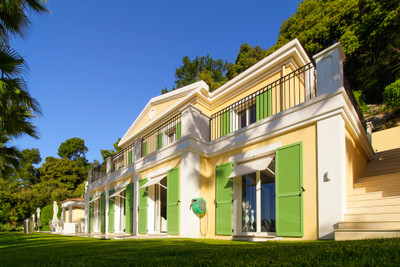 Beautiful Neo-Provencal villa above Grasse with stunning panoramic views to the bay of Cannes