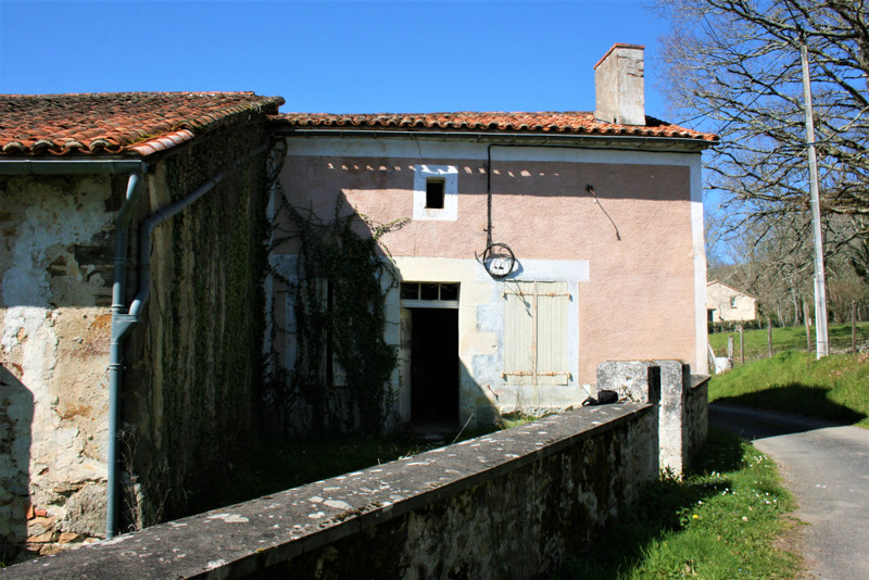 French property for sale in Écuras, Charente - €33,600 - photo 7