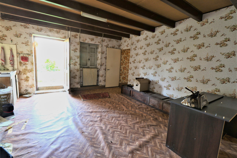 French property for sale in Montjean, Charente - €39,000 - photo 6