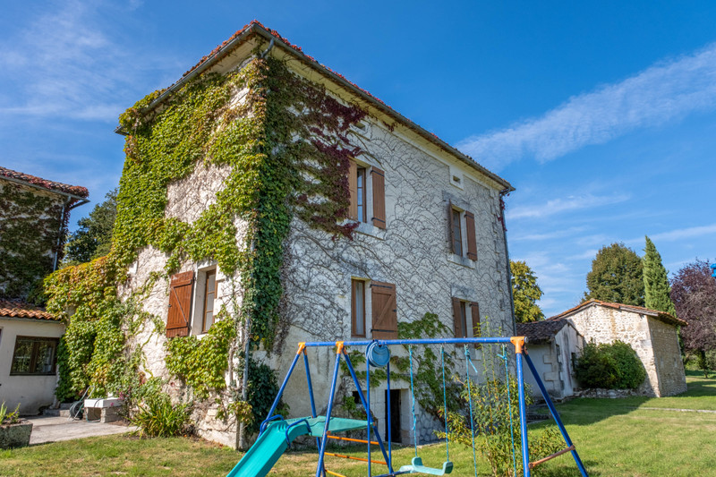 French property for sale in Champagne-et-Fontaine, Dordogne - €599,960 - photo 3