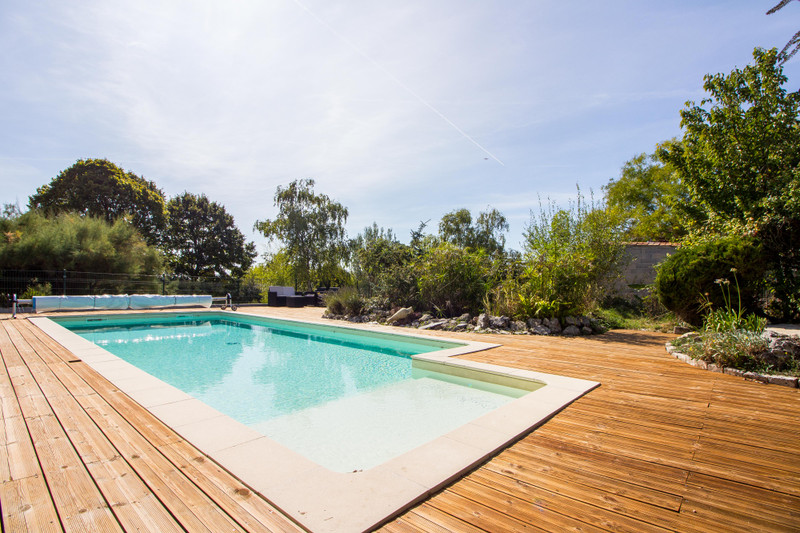 French property for sale in Angoulême, Charente - €399,900 - photo 4