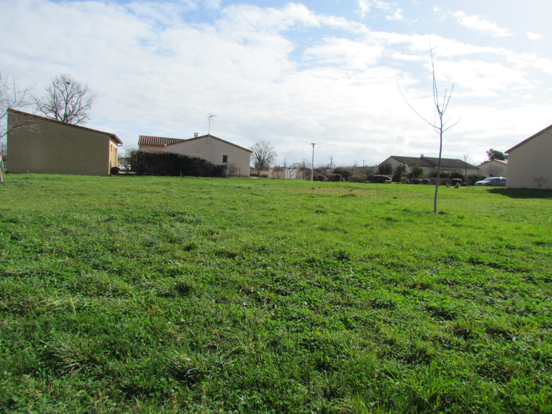French property for sale in L'Isle-Jourdain, Vienne - €24,600 - photo 6