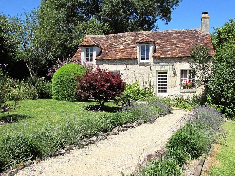 French property for sale in Le Grand-Pressigny, Indre-et-Loire - €595,000 - photo 2
