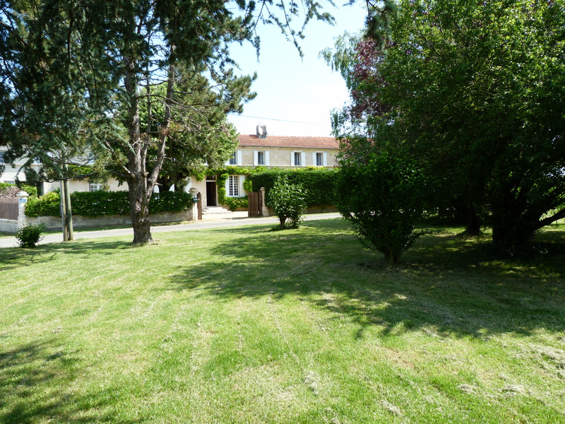 French property for sale in Bois, Charente-Maritime - €499,000 - photo 2