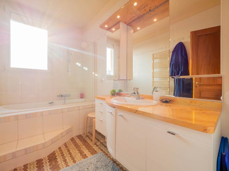 French property for sale in Saint-Maur-des-Fossés, Val de Marne - €1,395,000 - photo 9