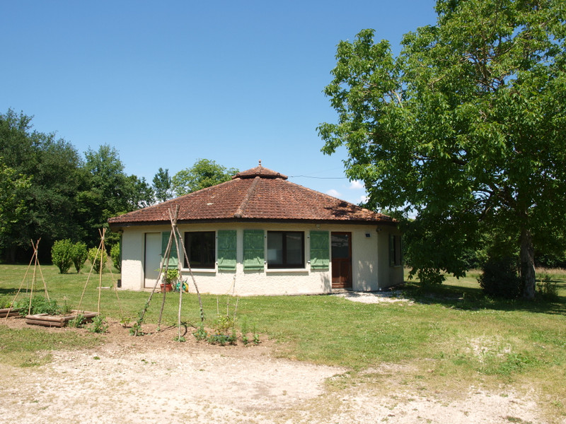 French property for sale in La Chèvrerie, Charente - €267,500 - photo 2