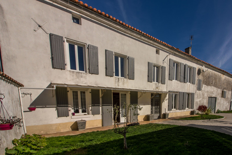 French property for sale in Angoulême, Charente - €349,800 - photo 4