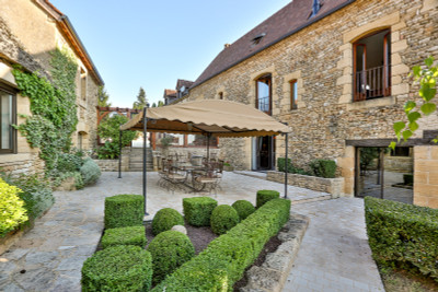 Splendid domaine with 2 main houses, holiday centre, equestrian centre, rental units and 84 acres.