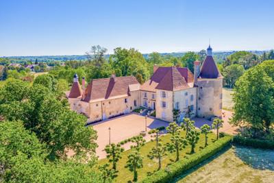 chateauin Saint-Germain-de-Salles
