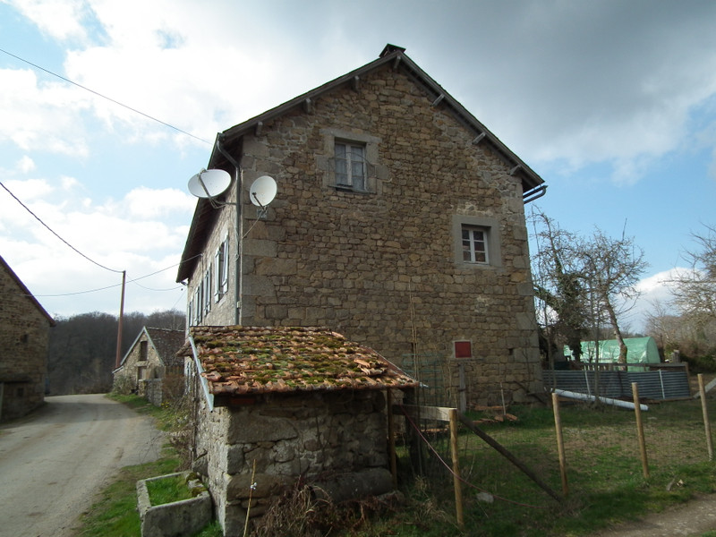French property for sale in Crocq, Creuse - €99,000 - photo 3