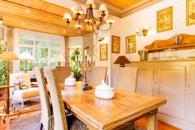 Townhouse from the 1920's with wooded park and a separate guest house at the  crossroads of the ski resorts
